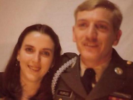 «Коронавирус — это не фейк!»: Муж и жена умерли с разницей в четыре минуты держась при этом за руки