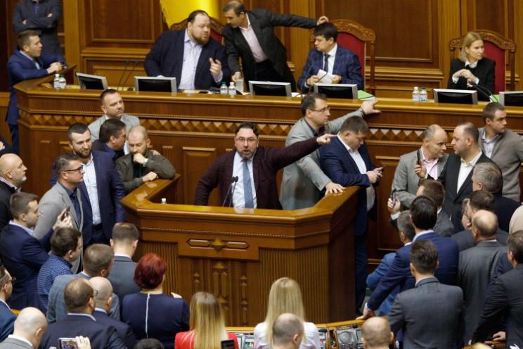 Неотложный! Рада в срочном порядке проголосовала за важный закон. Что следует знать украинцам