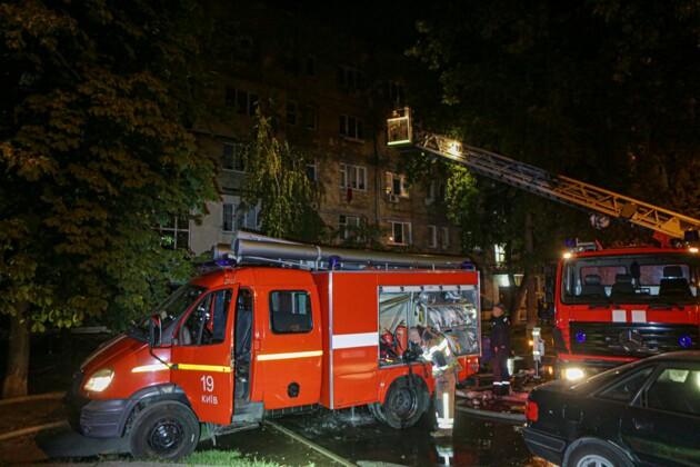 Посреди ночи! В жилом доме вспыхнул крупный пожар, людей срочно эвакуировали: есть жертвы