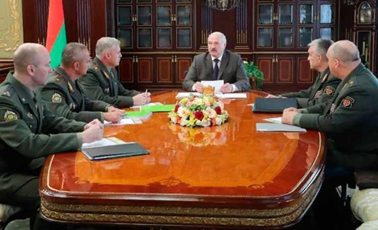 Лукашенко решился на отчаянный шаг — уволил его! Вышел на улицы Минска — окончательно сошел с ума!