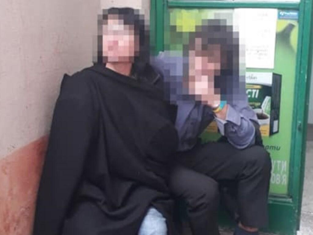 «Угрожала осколком стекла»: Во Львове женщина под наркотиками захватила аптеку. «Забаррикадировалась в кабинете»
