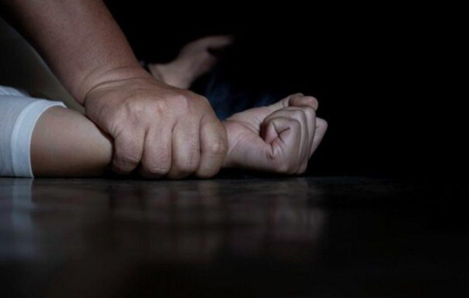 «Под прикрытием христианского лагеря»: Мужчина 15 лет жестоко насиловал маленьких девочек. «Молились и спали с ним»