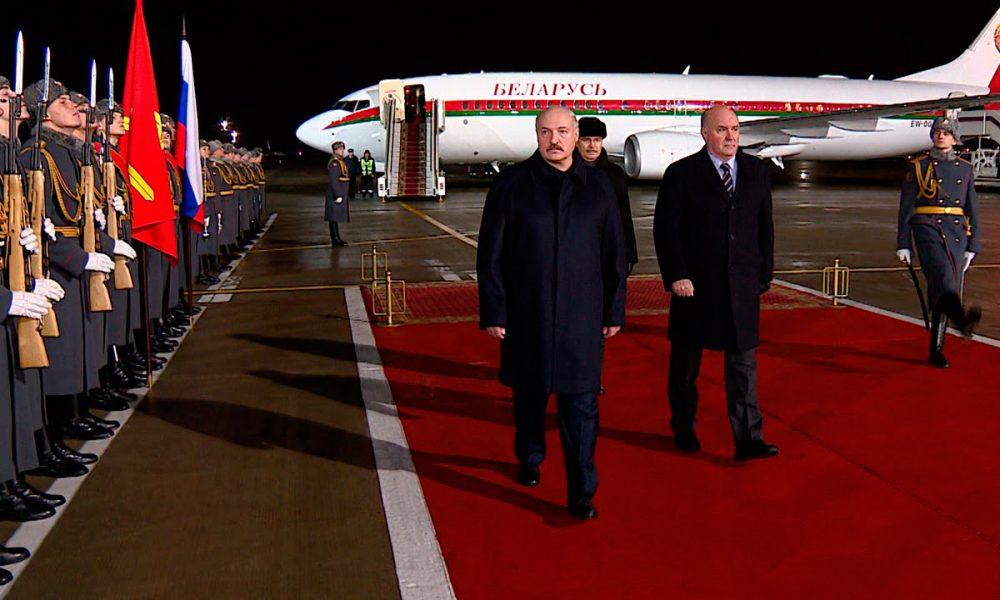 Поздно ночью! Самолет уже там — Лукашенко все. Он предал его, перешел к народу. Силовики конец