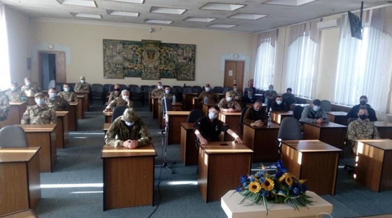 Только что! Началось: неизвестные «захватили» городской совет. Зал заполнен людьми в форме. Что происходит?