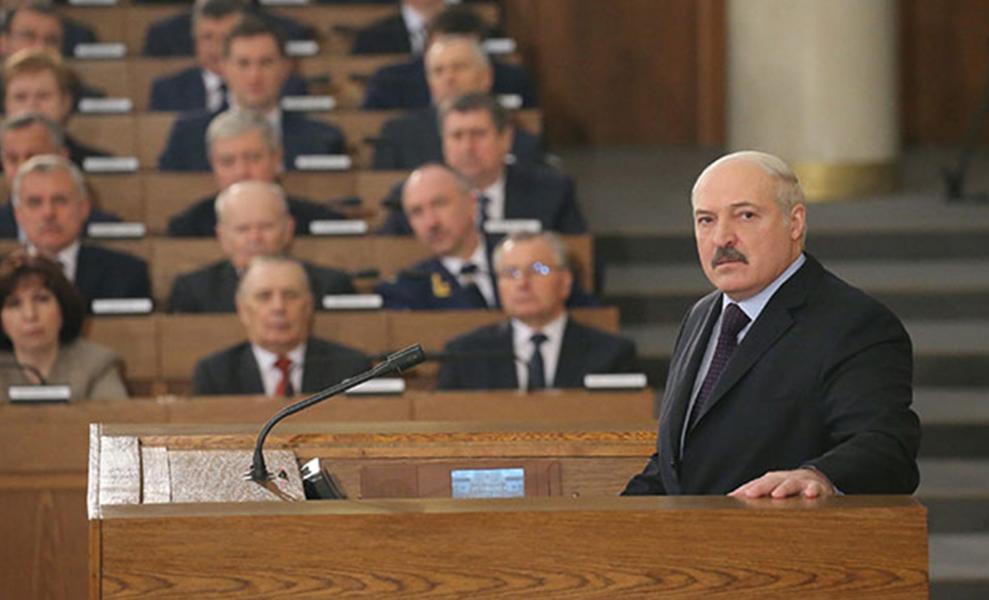 Поздно ночью! Лукашенко истерит – они «сбежали». Окружение предало — больше не помогают и не поддерживают диктатора