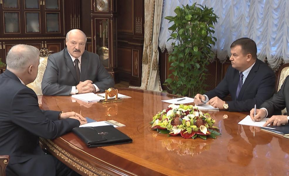 Блокада! Даже ОМОН не выдержал – Лукашенко заперся. Это конец – мы с народом. Парни стоять!