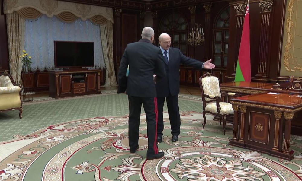 """Министра погнали! Лукашенко в истерике — они сдались. Прямо возле дома. Он спустил """"титушек"""" – ОМОН все"""
