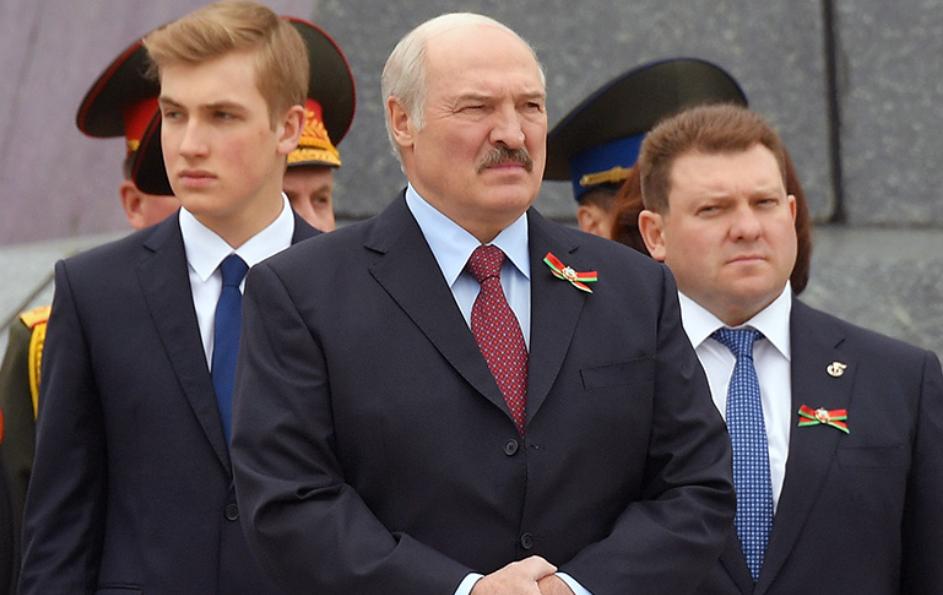 Прямо сейчас! Лукашенко отдал приказ – в центр стянули всех. Минск трясет – он спрятался во дворце