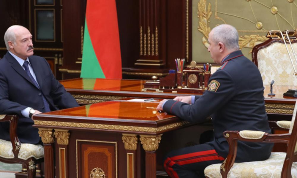 Министра МВД разнесли! Лукашенко в панике – вывели под руки. Влепил в лицо при всех – предатель