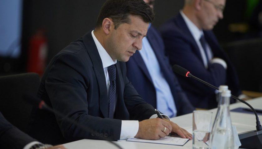 По инициативе жены: Зеленский подписал важнейший закон. «Проблема номер один после коронавируса»