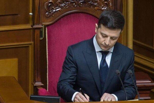 Несколько часов назад! Зеленский сделал это — судьбоносный закон подписан: что нужно знать украинцам