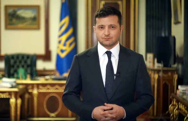 Несколько минут назад! Всеукраинский опрос — Зеленский озвучил первый вопрос. «Бьют по важному»