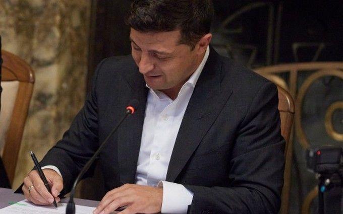 Во время визита! Зеленский подписал судьбоносный закон — «большая ответственность для государства». Давно ждали