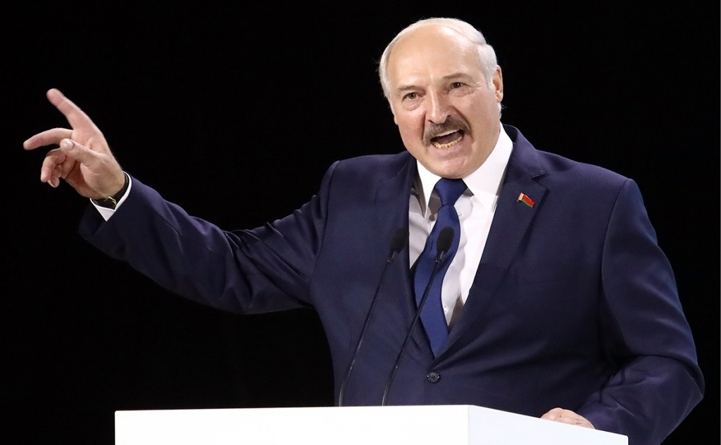 «Отступать не собираемся». Лукашенко жестко пригрозил белорусам — «в плен никого не берем». Страна на ногах