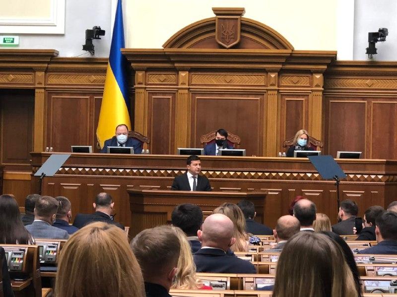 «Я не успокоюсь!»: Зеленский сказал это — просто с трибуны. «Украина без коррупции» — в зале овации
