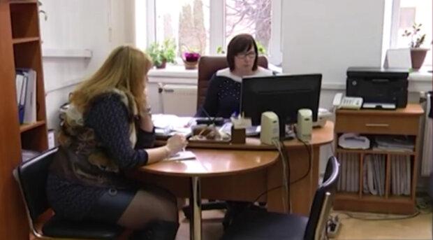По 1779 гривен! Украинцы массово получают компенсации, в Кабмине сообщили условия выплат
