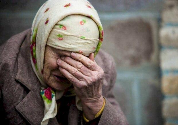 «Выгнали старушку с ее же дома»: Небывалый скандал на Львовщине — пенсионерка вынуждена жить в лесу