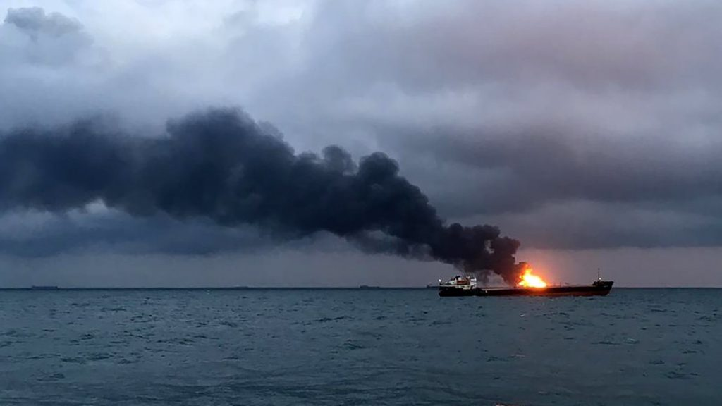 Срочно! Корабль сотряс мощный взрыв. Спасатели уже направляются туда — «борьба за живучесть»