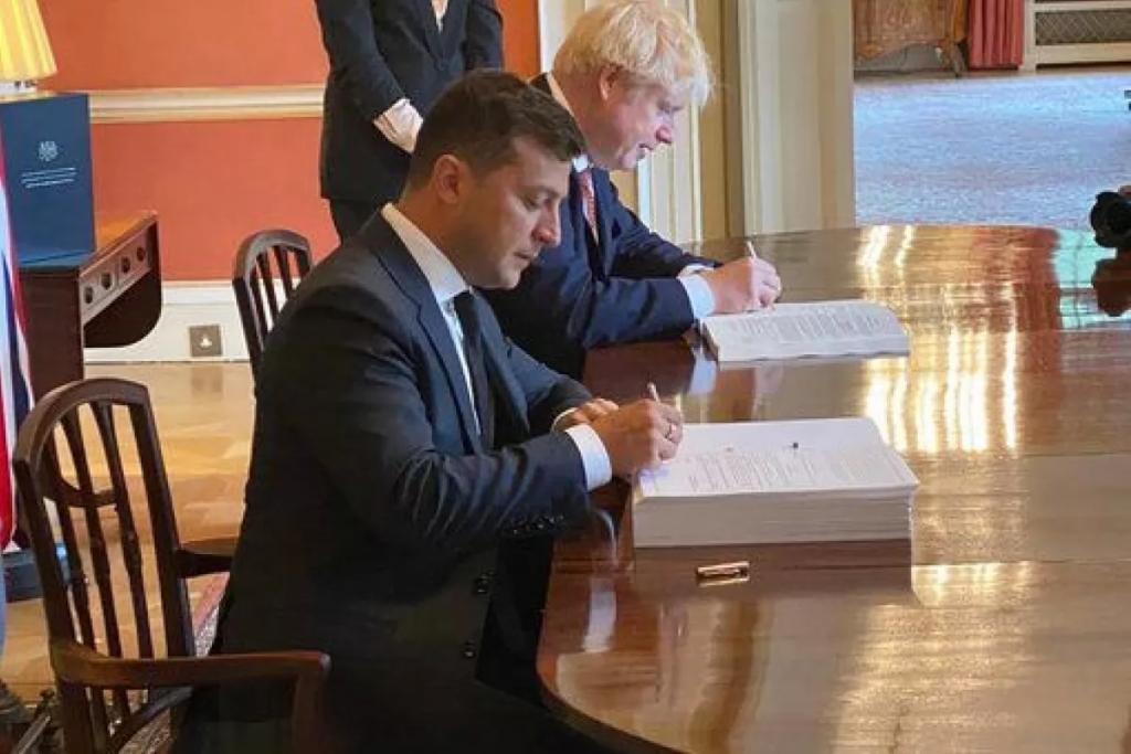Срочно! Зеленский подписал — исторический момент. Теперь все изменится — украинцы аплодируют