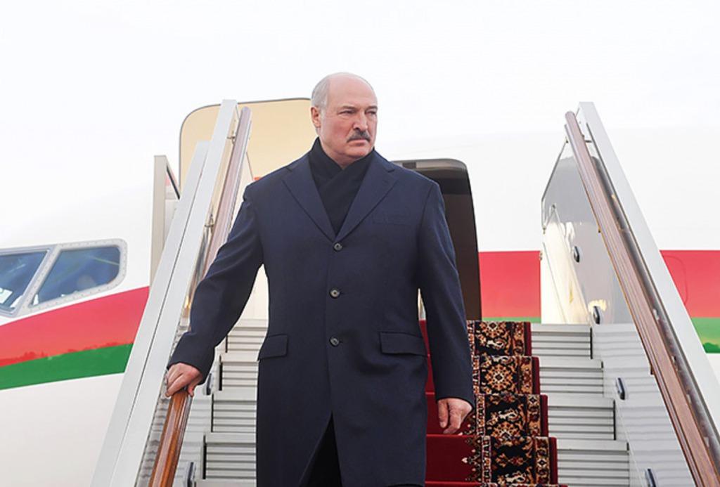 Покинула страну! Срочно – при всех влепила старику. Лукашенко в истерике, остался совсем один.