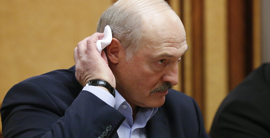 Лукашенко побледнел! На него срочно набросились — пренебрегает жизнью. Жесткий ответ, дополнительные санкции