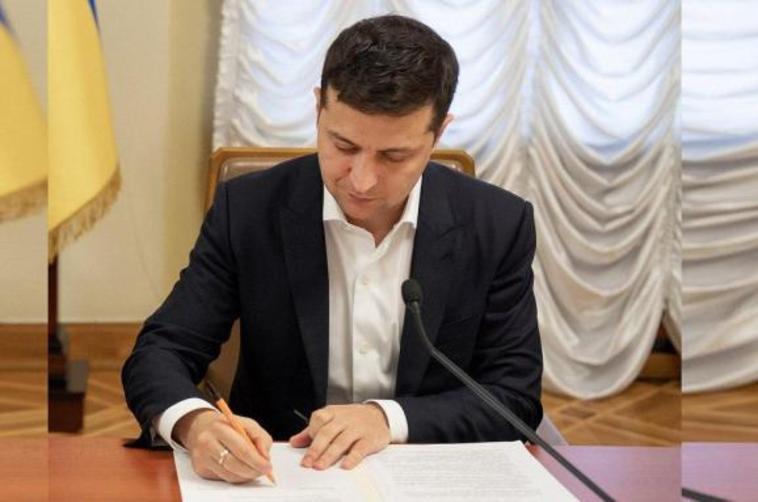 Сегодня! Зеленский подписал важнейший закон. Что нужно знать каждому украинцу