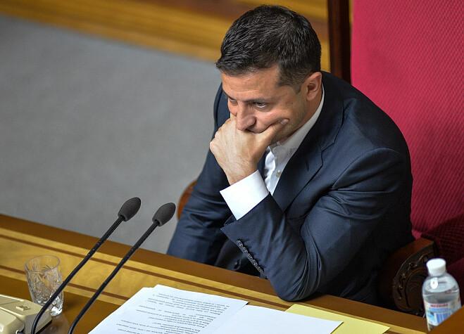 Только что! Зеленский сделал это, скандальному чиновнику досталось — поплатился креслом: всего за полгода