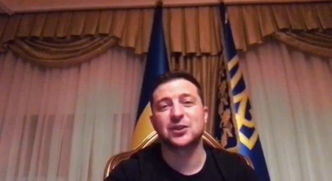 В эти минуты! Зеленский срочно обратился к украинцам. Голос охрип — просто из палаты