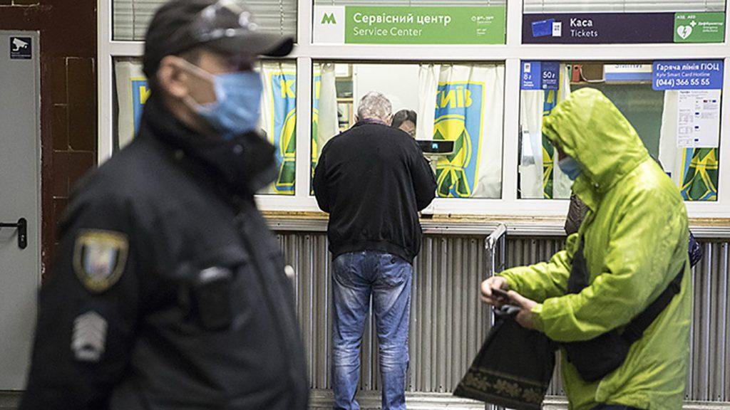 После решения Зеленского! Министр выпалил — «забирали последние деньги». Неожиданное заявление, дешевле носить маску