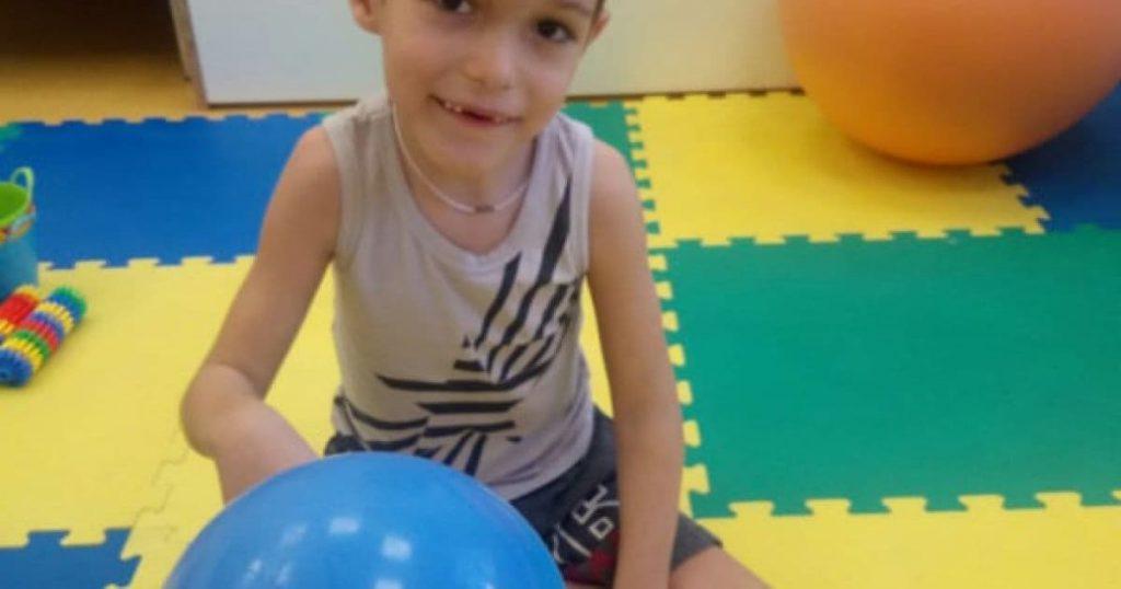 Страшный диагноз руководит жизнью маленького Кирилла! Родители просят о помощи — борьба продолжается