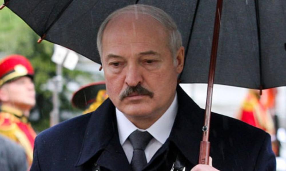 Час назад! Лукашенко сложили, упал – все уже там. Убийство все изменило – подняли руки. Прямо на похоронах!