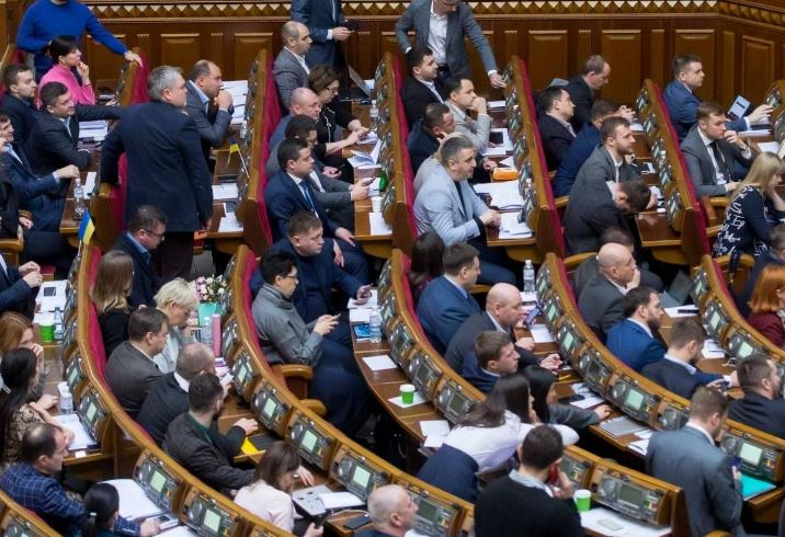 Это расточительство! Депутаты шокировали — приняли решение. Повысили зарплату — украинцы разъярены!