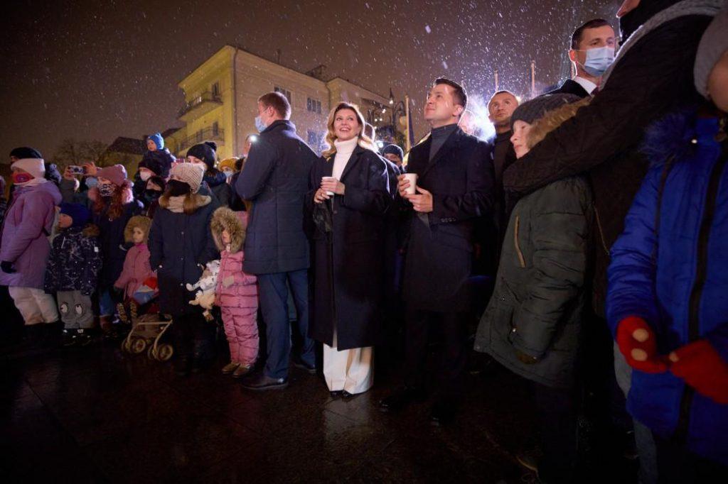 Просто сейчас! Зеленский с женой поразили украинцев — без пафоса, вместе с людьми. Слезы на глазах от увиденного….