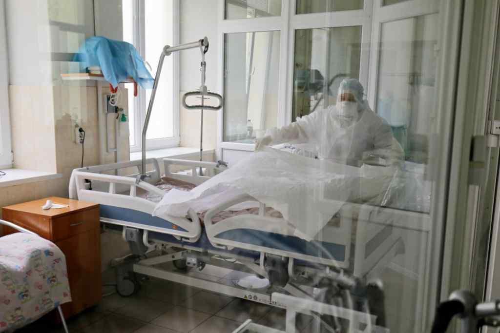 Ситуация тяжелая! Обновленная статистика по коронавирусу в Украине. Киев — лидирует. Умерло более 15 тысяч