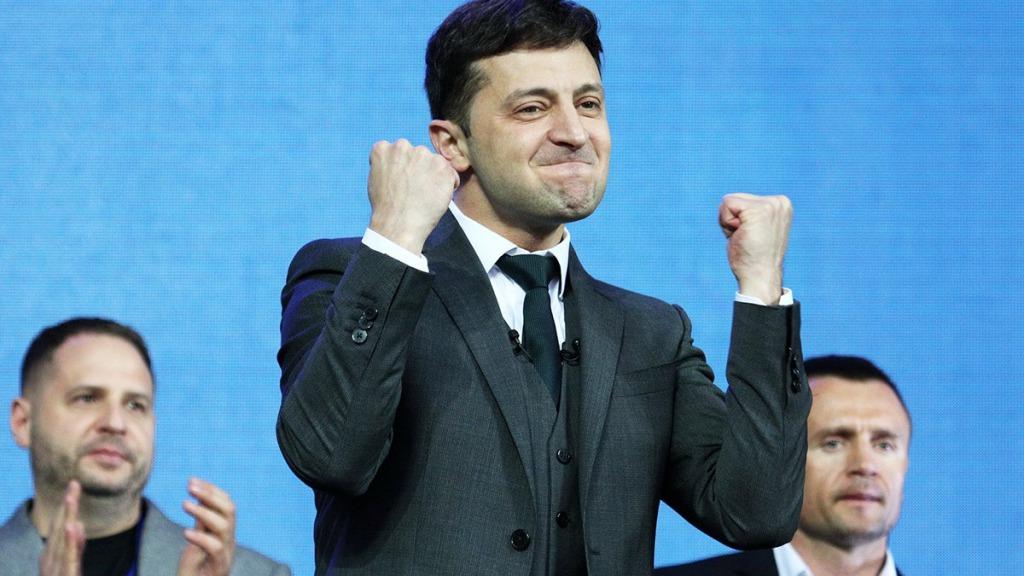 Зеленский сделал это — лично договорился. Исторический момент для Украины — отставка за отставкой. Браво!