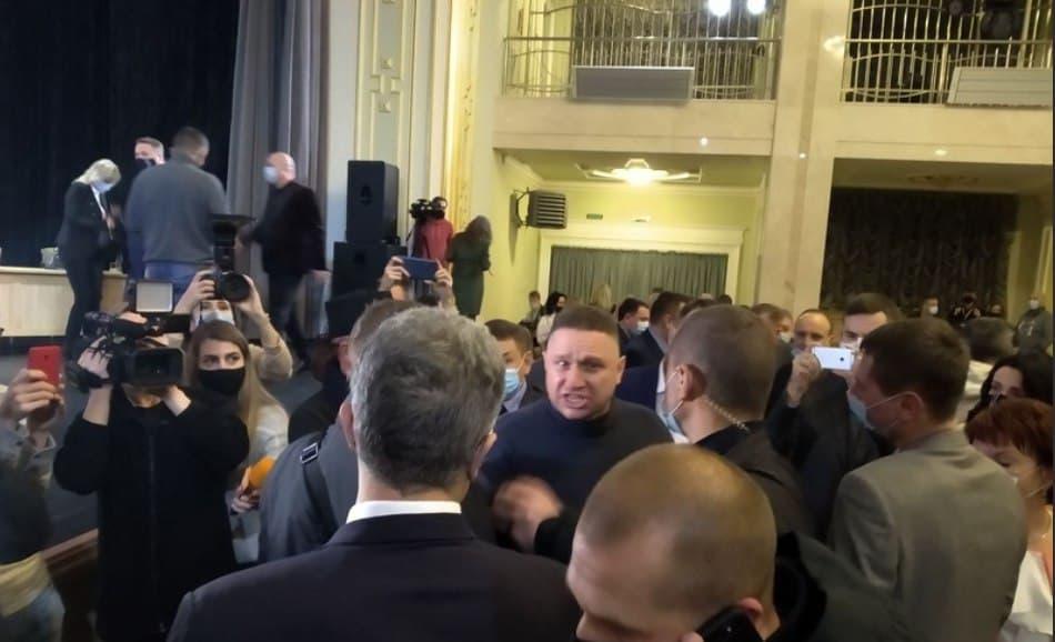 Беспринципный барыга! В эти минуты, Атошник снес Порошенко. Сразу после скандала — это услышали все