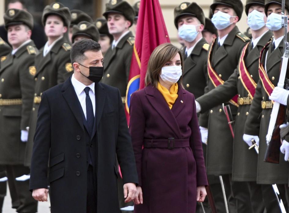 В эти минуты! Борт приземлился, она уже в Украине — началось. Украинцы аплодируют: первые слова