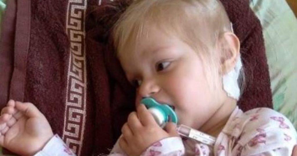 В немедленной помощи нуждается Мелания! Огромная опухоль притаилась в голове этой крохи