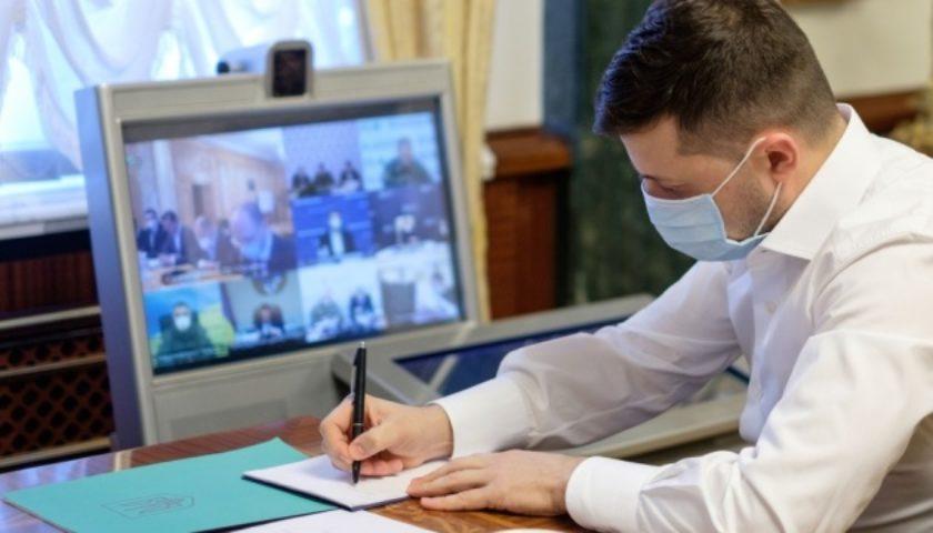 В эти минуты! Зеленский подписал важный закон — ограничение снято. Украинцы поражены: это многое меняет