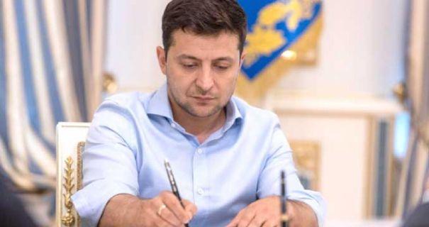 Сегодня! Указы подписаны — Зеленский уволил их. Трех одним махом — чиновники в шоке!
