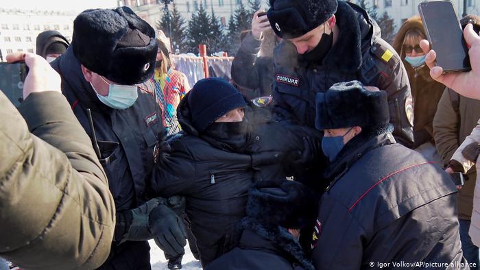 Страну трясет! Началось немыслимое, жестокие задержания — более 500 человек. Отступать не собираются: выходят на лед и …