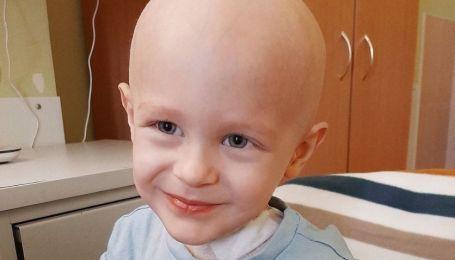 Из-за опухоли перестал ходить. Трехлетний Владик нуждается в немедленной помощи