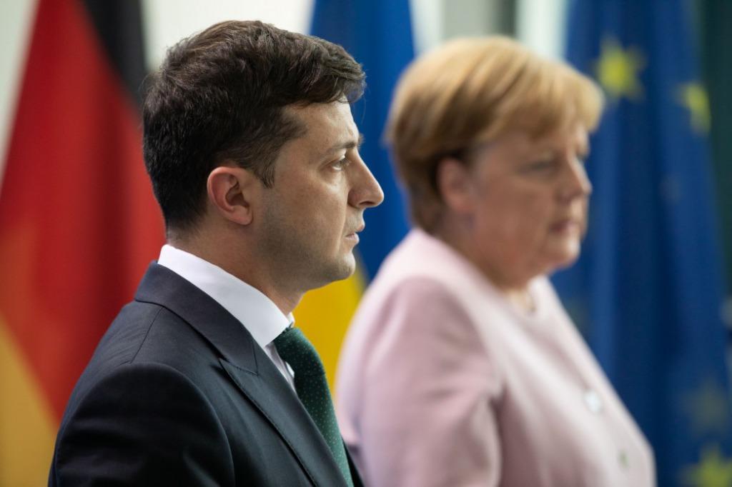 Меркель в шоке! Просто по телефону, Зеленский выпалил — прогресса нет. Страна гудит: все выполнили