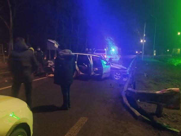 «Слетел с дороги и …»: В Винницкой области в жуткой аварии разбилась целая семья. 11-летняя девочка потеряла маму