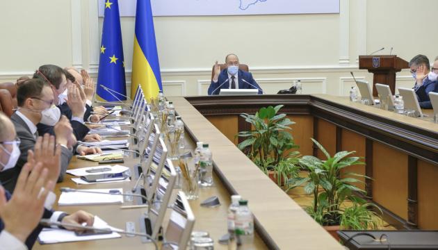 В эти минуты! В правительстве срочно отчитались — выплатили деньги. Назвали суммы — украинцы не ждали. Важно знать
