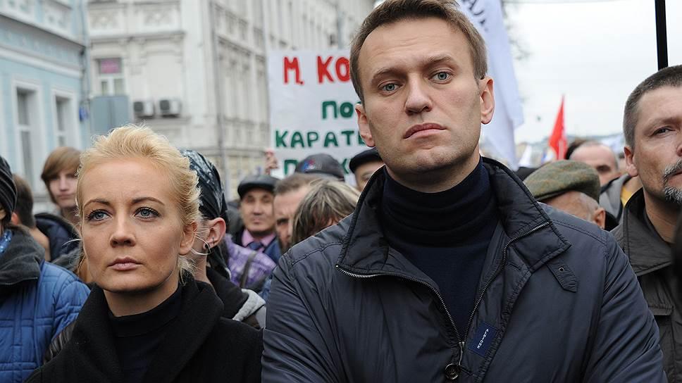 Только что! Навальный не ожидал, жена уже там — ее срочно «взяли». Просто под стенами: стянули полицию