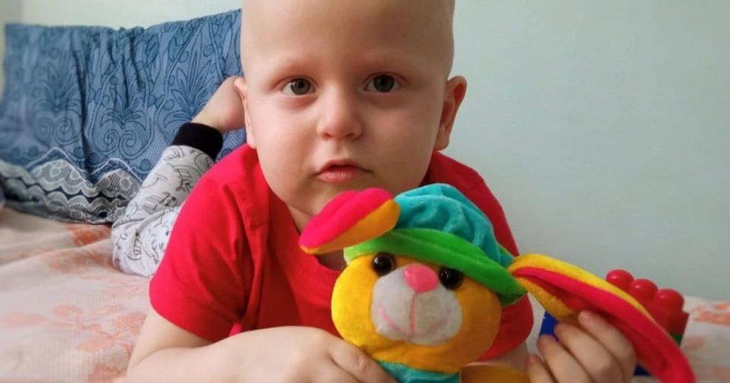 У малыша мало времени! Рак крови поразил 2-летнего Дениска: семья просит помощи