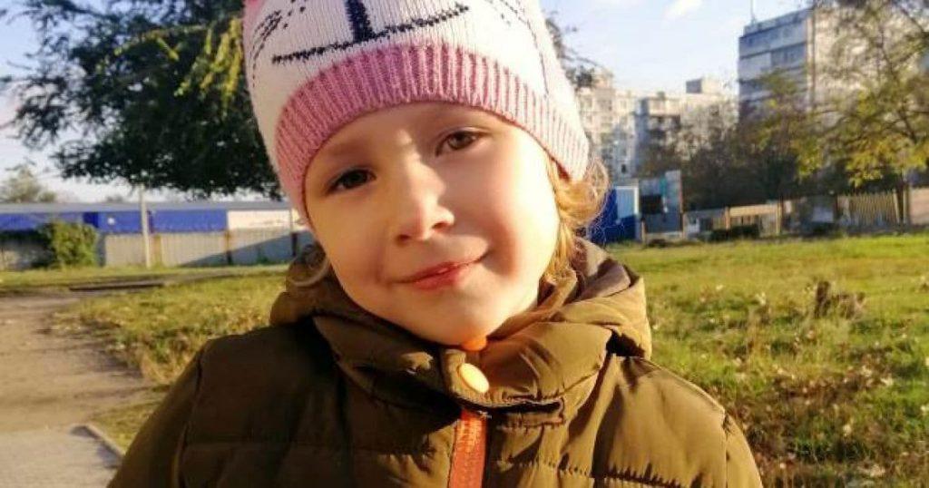 Помогите маленькой Виолетте получить билет в лучшую жизнь и наконец услышать мир. Родители девочки просят о шансе