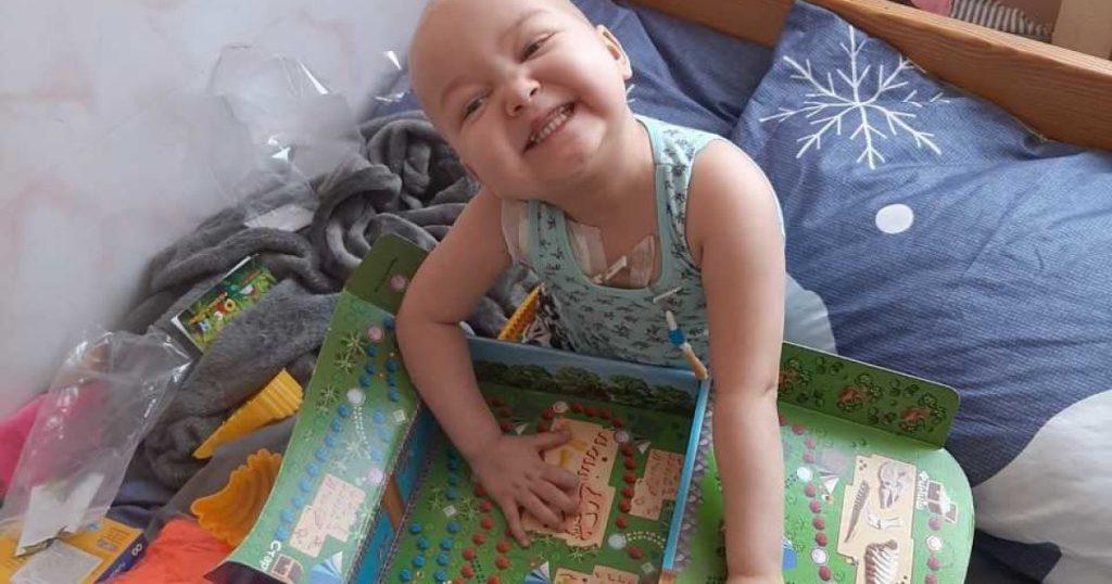 Трехлетняя Алинка уже второй раз борется с раком крови: мама девочки просит о помощи