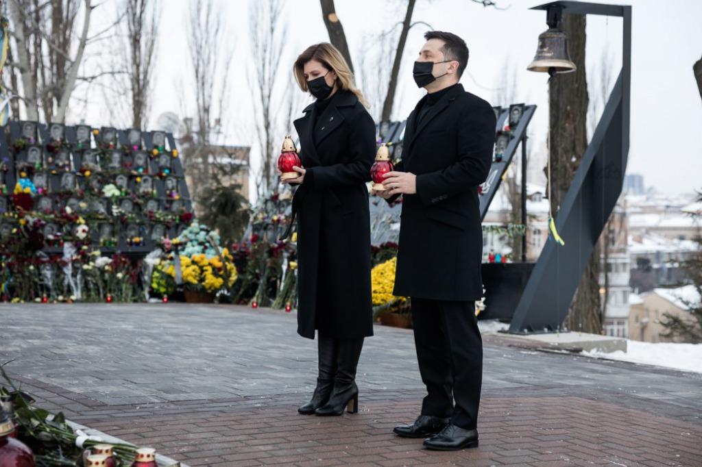 В эти минуты! Зеленский вышел — вместе с женой. Ужасная трагедия: они погибли. Мы не можем забыть